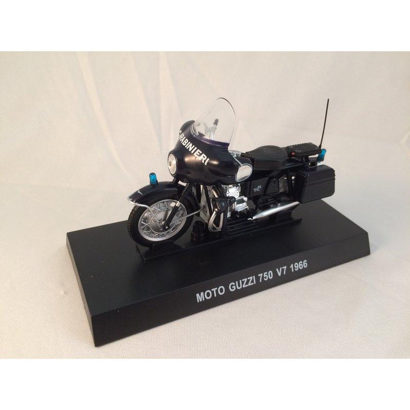 Moto Guzzi 750 Fertigmodell Maßstab 1:24